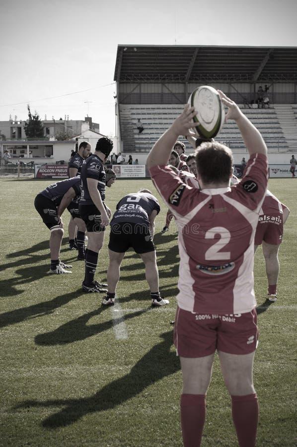 Französisches Rugbyteam von Soyaux Angoulême spielt eingeladenes Team stockbilder