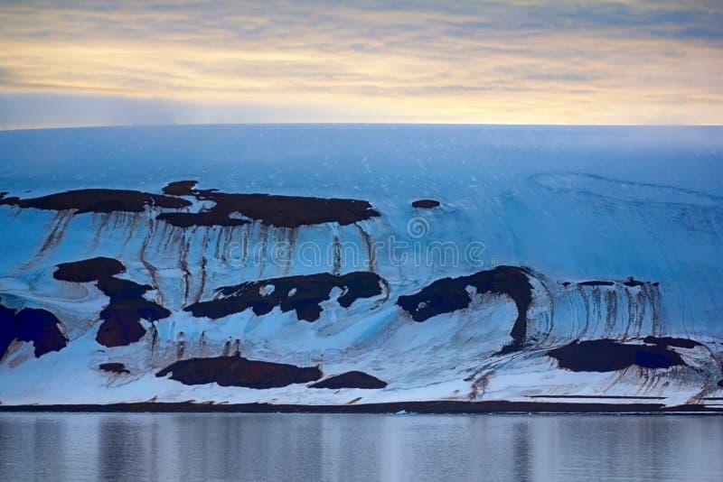 Franz Josef Land - glaciärer royaltyfri bild