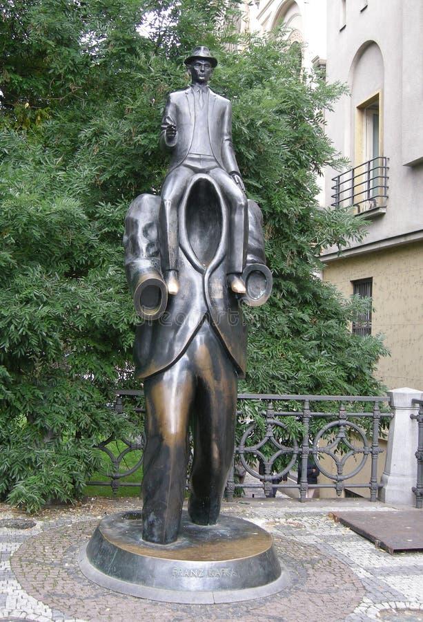 Franz Kafka staty i Prague royaltyfri fotografi