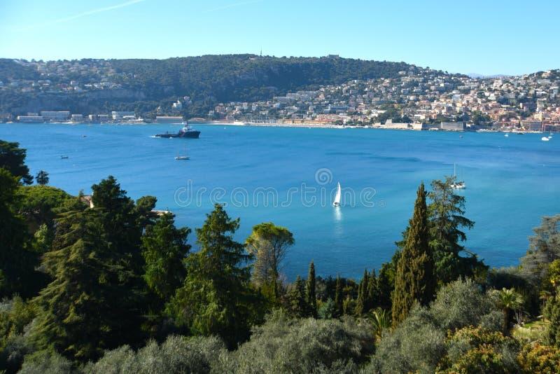 Franz?sisches Riviera Ansicht über Villefranche-sur-Mer, Frankreich stockfotografie