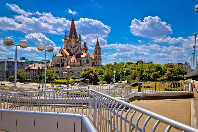 Franz von Assisi kyrka på den Dandube kusten i den Wien sikten royaltyfri foto