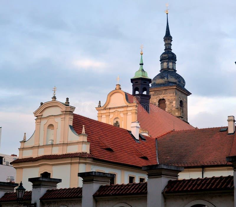 Franziskanerkloster mit der Kirche der Annahme von Jungfrau Maria, Stadt von Pilsen, Tschechische Republik stockbild