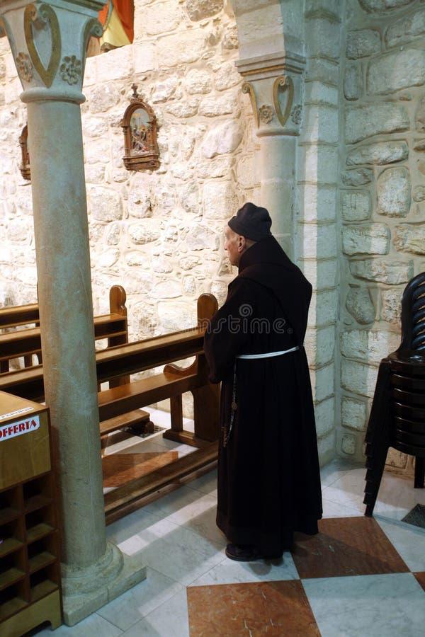 Franziskanermönch in der Kirche Jesus-` ersten Wunders in Cana lizenzfreie stockbilder