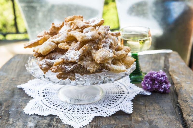 Frappe -典型的意大利狂欢节油炸馅饼 免版税库存图片