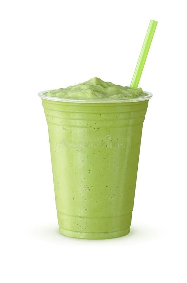 Frappe för grönt te milkshake på vit bakgrund royaltyfri bild
