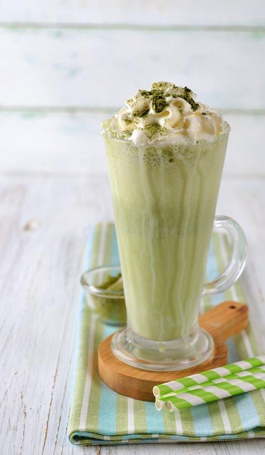 Frappe med matcha för grönt te arkivfoto