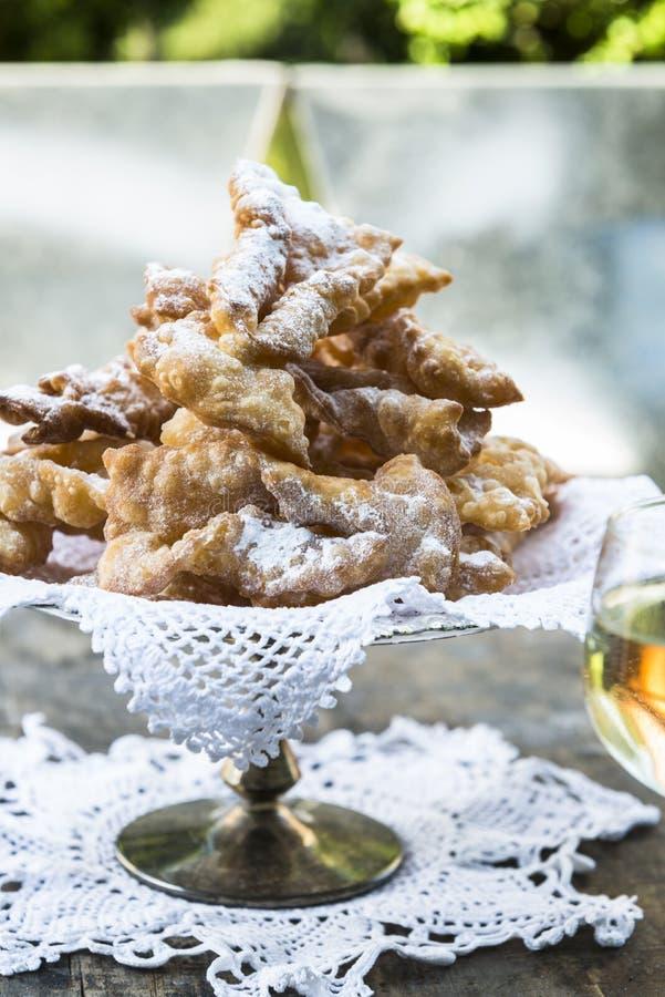 Frappe - typowi Włoscy karnawałowi fritters obraz stock