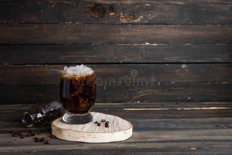 Frappuccino froid avec la miette de crème et de glace photo libre de droits