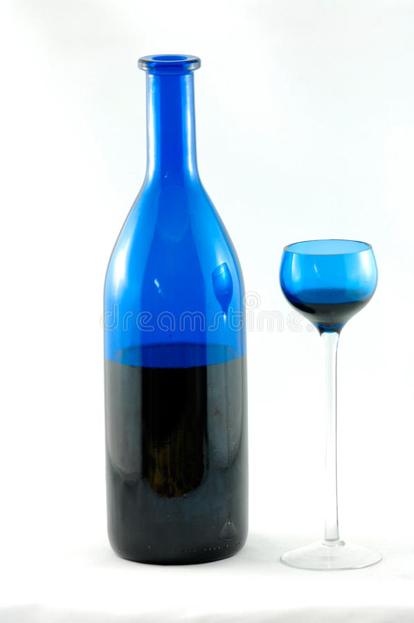 Frasco azul do conhaque da cereja imagens de stock royalty free