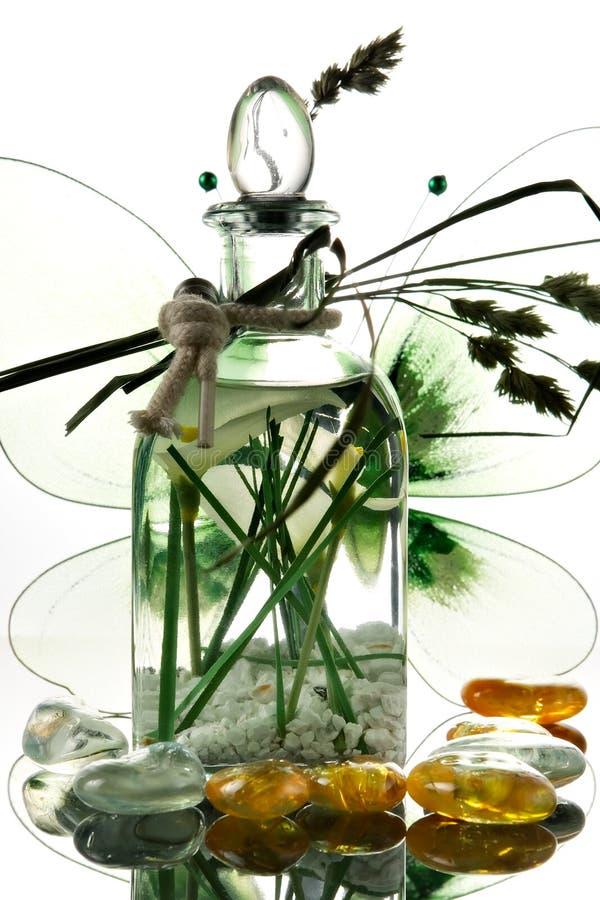 Frasco com petróleo aromático fotos de stock