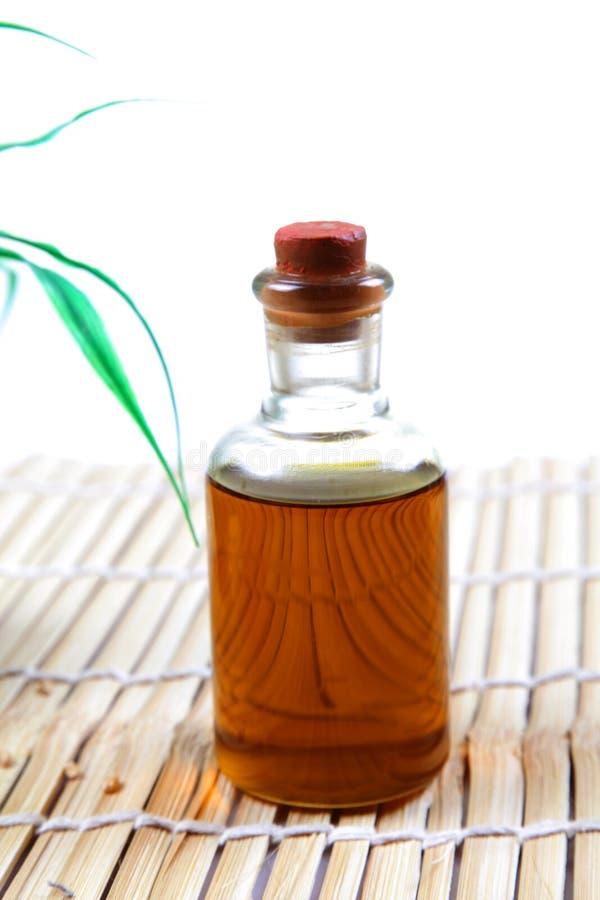 Frasco de petróleo da massagem do corpo fotos de stock