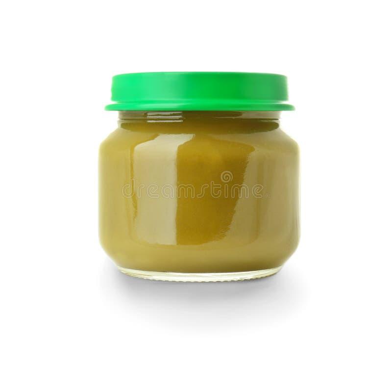 Frasco de vidro com comida para bebê saudável no fundo branco imagens de stock royalty free