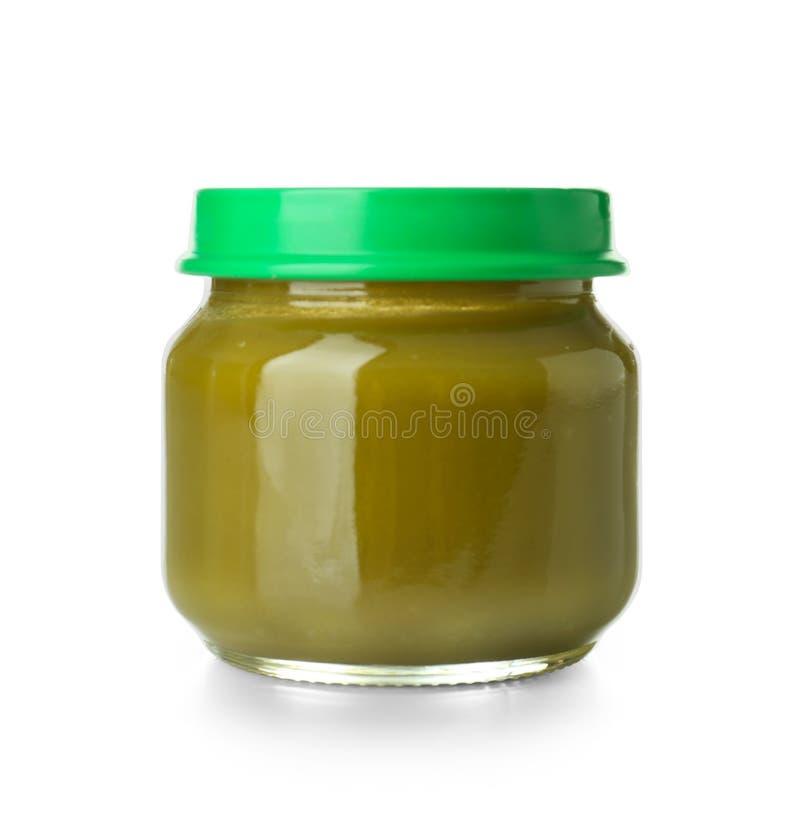 Frasco de vidro com comida para bebê saudável no fundo branco fotos de stock royalty free