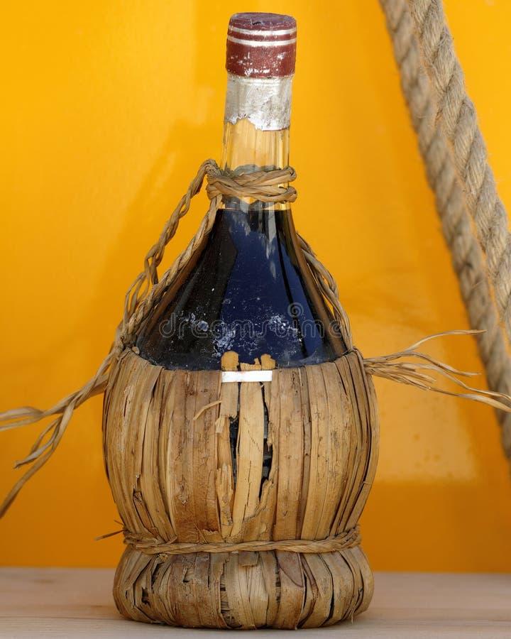 Frasco del vino rojo fotografía de archivo libre de regalías