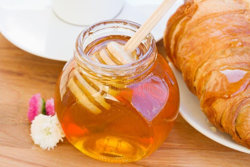 Frasco do mel para o café da manhã imagem de stock
