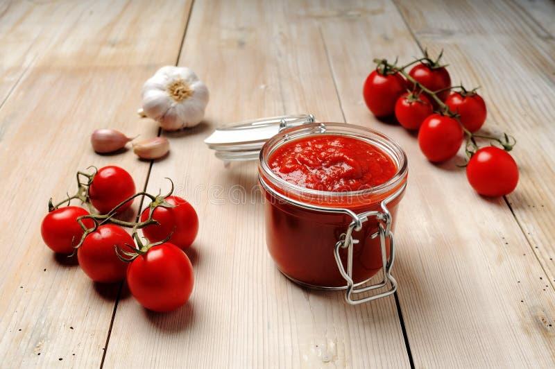 Frasco do molho de tomate imagem de stock