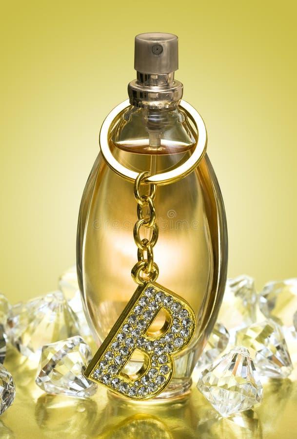 Frasco dourado do perfume imagens de stock royalty free