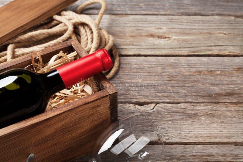 Frasco e vidro de vinho vermelho foto de stock