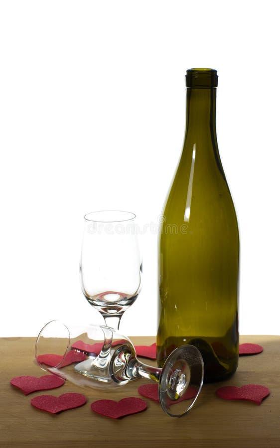 Frasco e vidros de vinho prontos para o dia dos Valentim fotos de stock royalty free