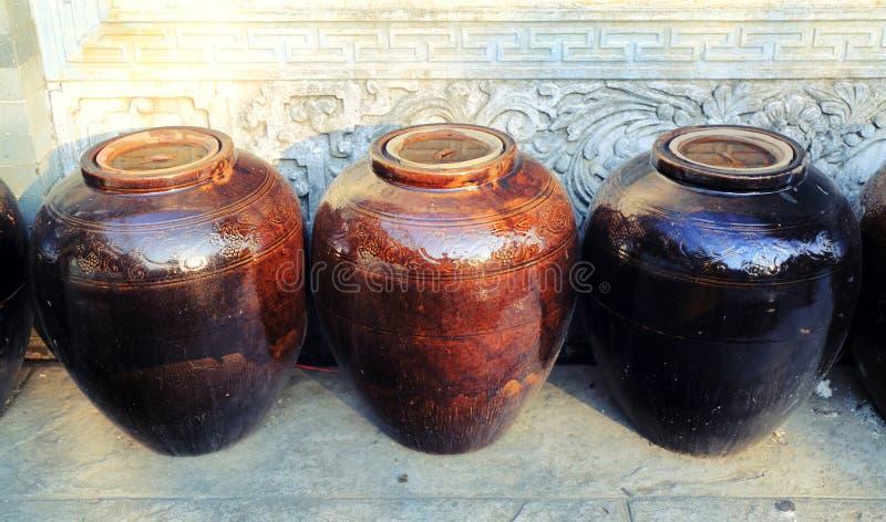 Frasco tradicional chinês da água da porcelana fotografia de stock royalty free