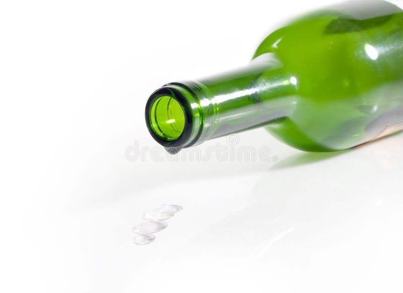 Frasco vazio do vinho e da gota foto de stock