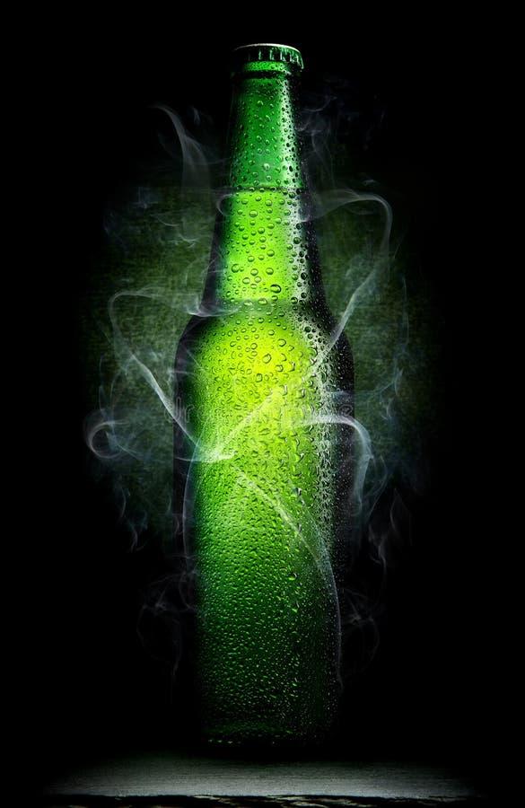 Frasco verde da cerveja foto de stock royalty free