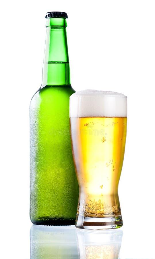 Frasco verde refrigerado com condensado e vidro fotos de stock royalty free