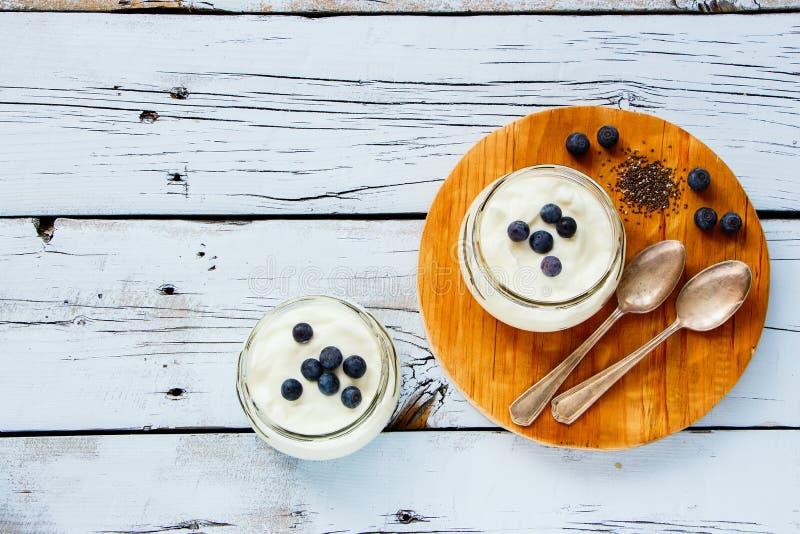 Frascos de pedreiro do iogurte fotos de stock royalty free