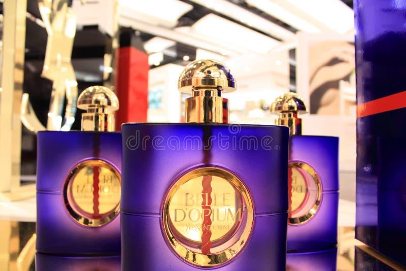 Frascos de perfume de Saint Laurent dos yves imagem de stock