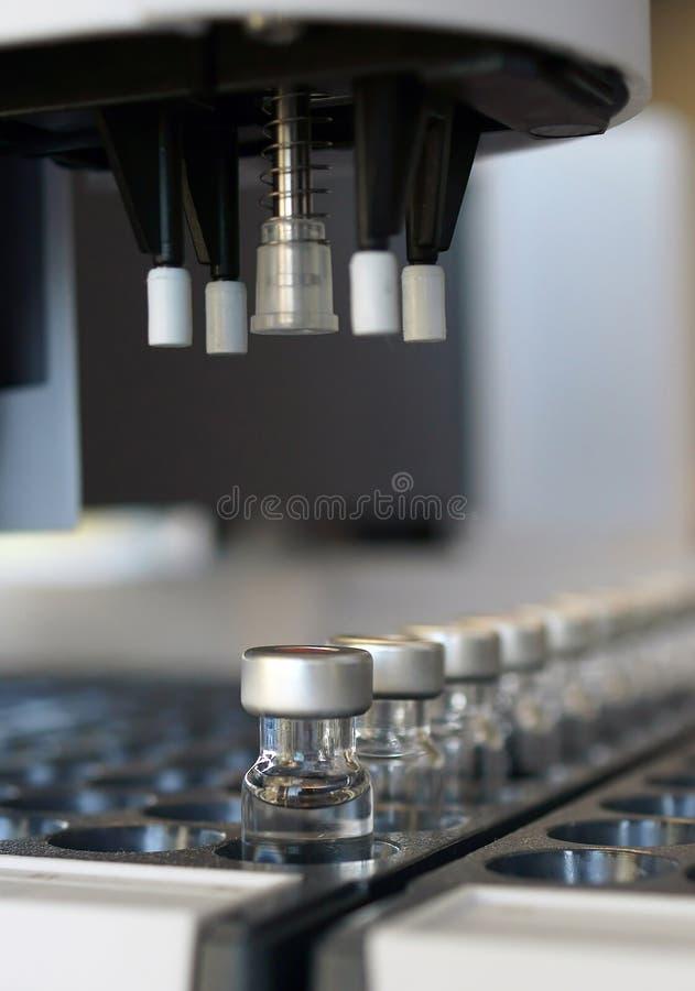 Frascos del muestreador automático para el análisis imágenes de archivo libres de regalías