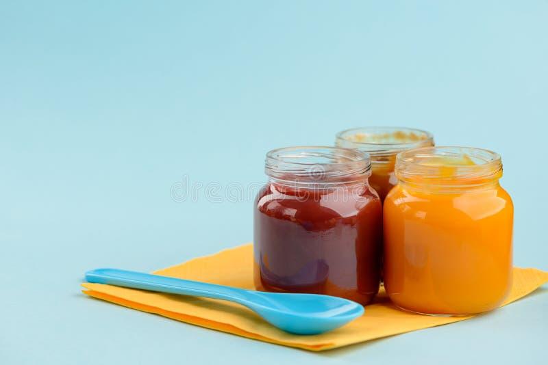 Frascos do comida para bebê imagem de stock royalty free