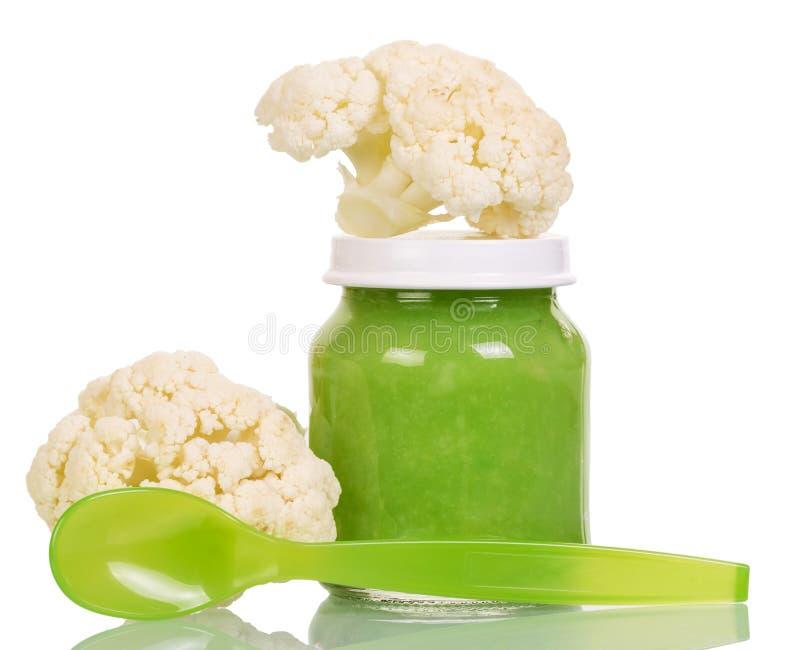 Frascos do comida para bebê, da colher e da couve-flor fresca imagem de stock
