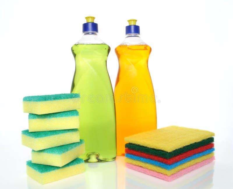 Frascos do líquido e das esponjas da lavagem da louça fotografia de stock royalty free