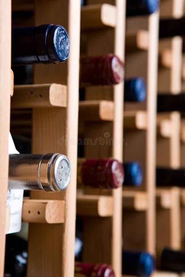 Frascos na adega de vinho fotografia de stock royalty free