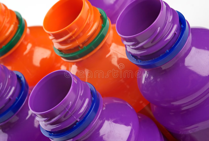 Frascos plásticos coloridos imagens de stock