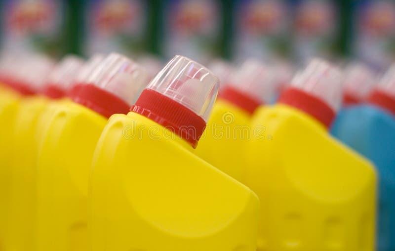 Frascos plásticos com um líquido fotos de stock royalty free