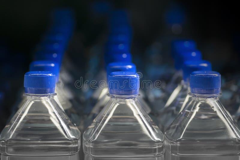 Frascos plásticos da água fotos de stock royalty free