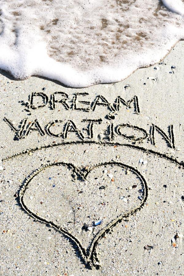 Frase ideal das férias escrita à mão no Sandy Beach foto de stock