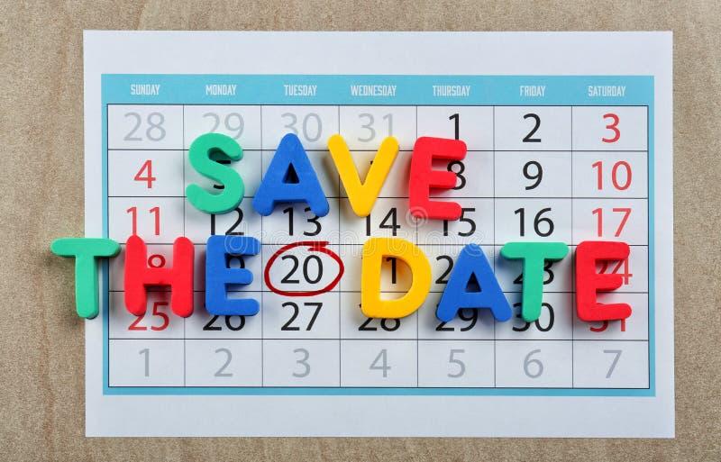 Frase SALVO A DATA composta com letras coloridas no calendário foto de stock