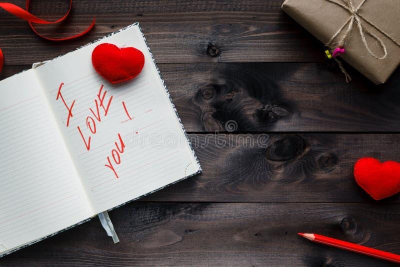 Frase sobre el amor escrito en cuaderno fotografía de archivo