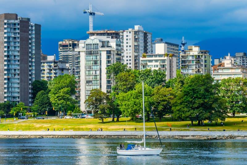 Fraser River Vanier Park Vancouver för segelbåtEngish fjärd britt C arkivfoto