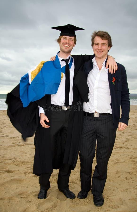 Fratelli di graduazione immagini stock libere da diritti