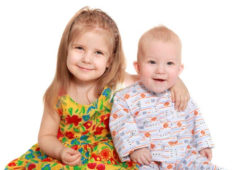 Fratello allegro e sorella fotografia stock libera da diritti