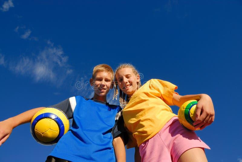 Fratello & sorella teenager felici fotografia stock