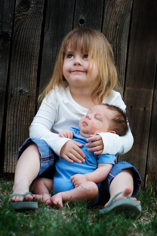 Fratello e sorella immagini stock libere da diritti