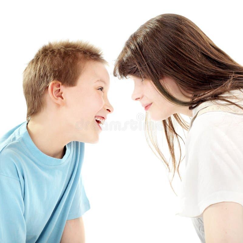 Fratello e sorella felici fotografia stock libera da diritti