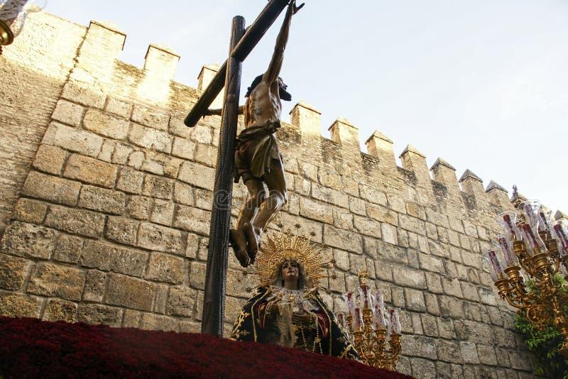 Fraternidad de Santa Cruz en la semana santa en Sevilla foto de archivo libre de regalías