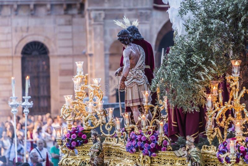 Fraternidad del ramillete de Jesús que hace la estación de penitencia en fron imágenes de archivo libres de regalías