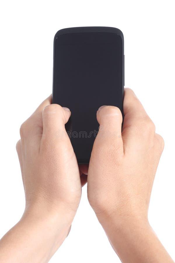 Frau übergibt das Halten und das Berühren eines Handyschirmes mit ihren Daumen lizenzfreie stockbilder