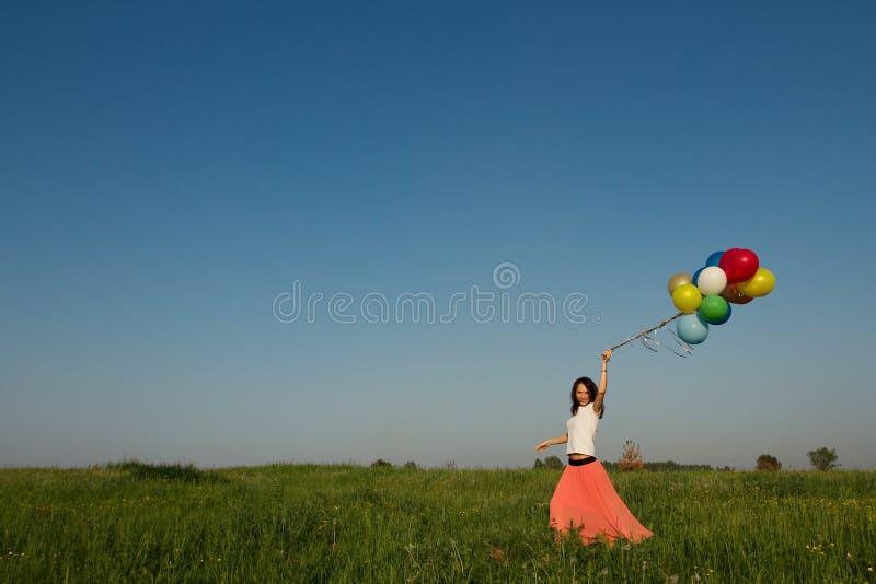 Frau auf dem Gebiet lizenzfreies stockfoto